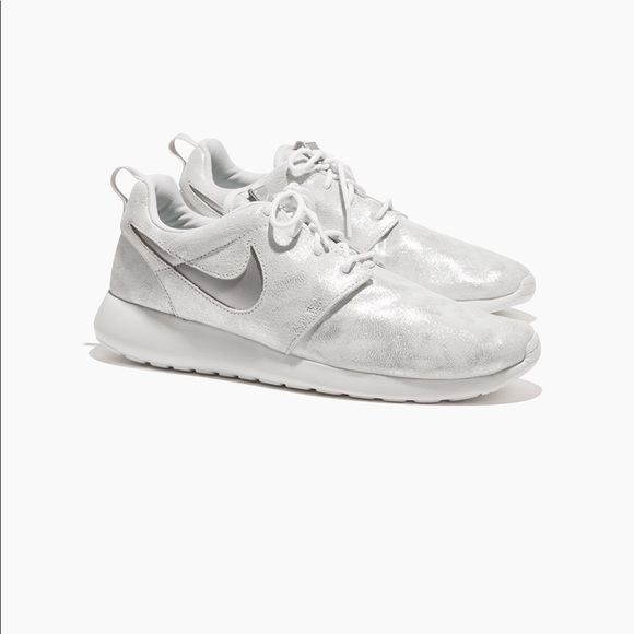 competitive price 556a1 1f3dc Nike Roshe One Premium Women's NWT